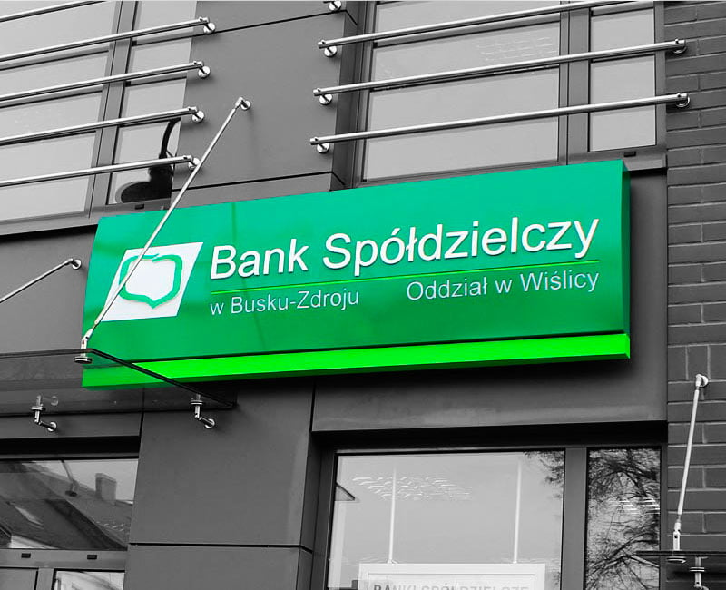 kaseton reklamowy na banku spółdzielczym w Busku Zdroju