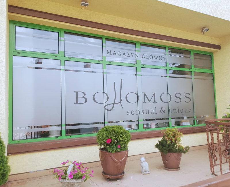 Oklejanie witryn folią mrożeniową Bohomoss od Studio Efekt