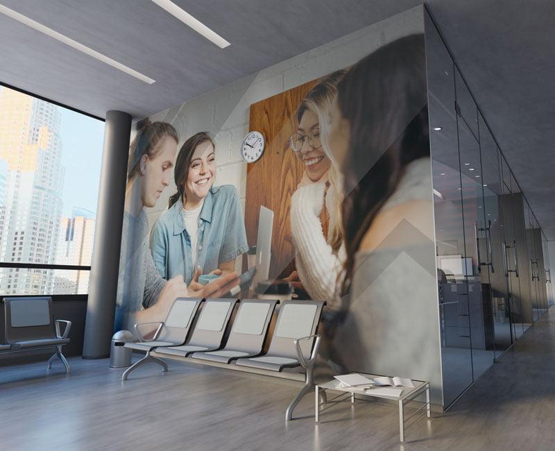 Nadruk wielkoformatowy w postaci fototapety do biura lub lokalu.