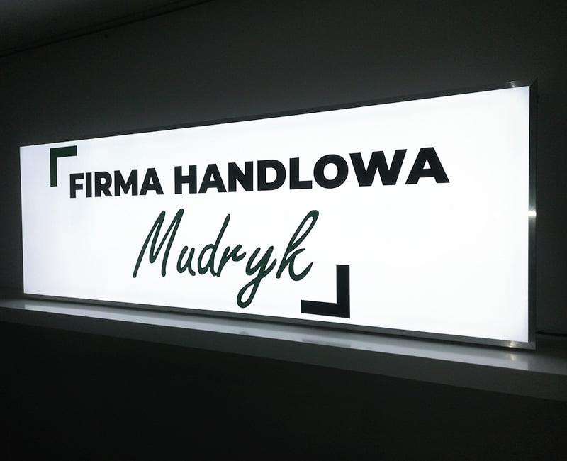 Kaseton reklamowy w ramie aluminowej biały Mudryk od Studio Efekt