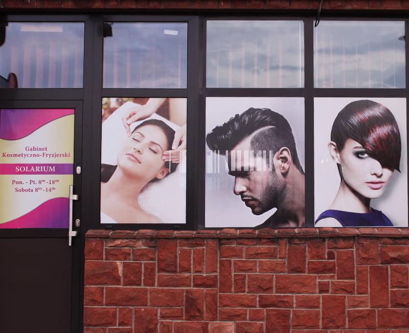 Oklejanie szyb dla fryzjera reklama efekt