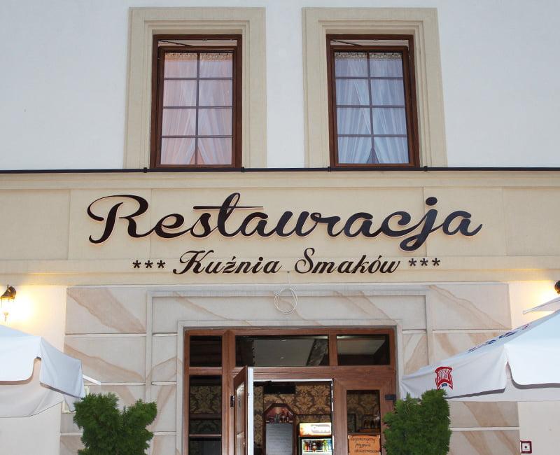 Litery 3d podświetlane z efektem halo dla Restauracji Kuźnia Smaków od Studio Efekt