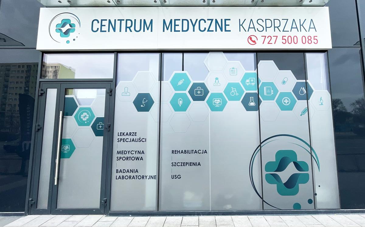 reklama zewnętrzna, kaseton z dibondu, oklejanie witryn centrum medyczne kasprzaka