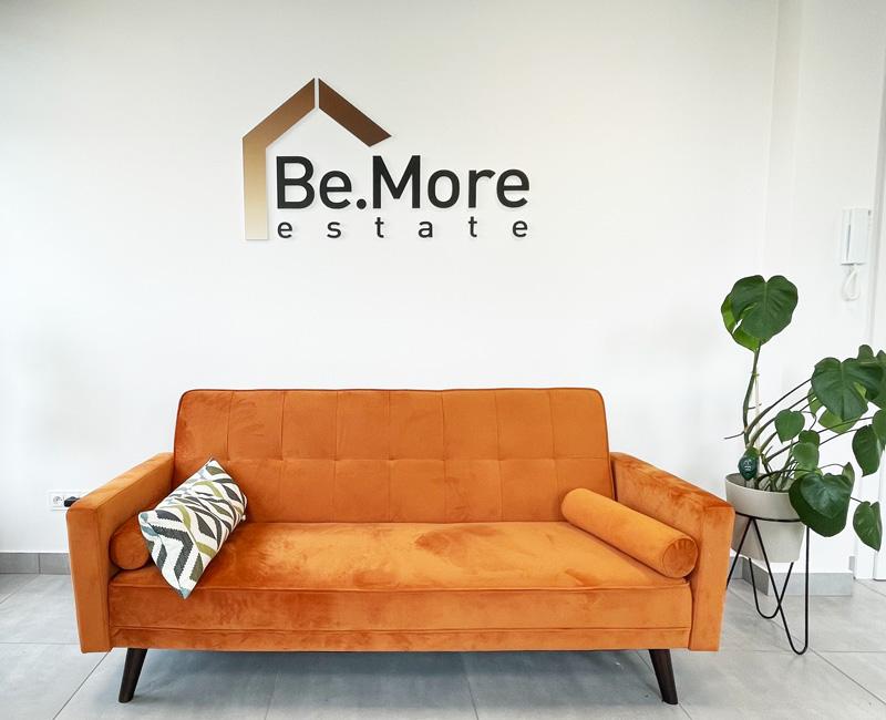 Logo 3D przestrzenne do recepcji Bemore od Studio Efekt
