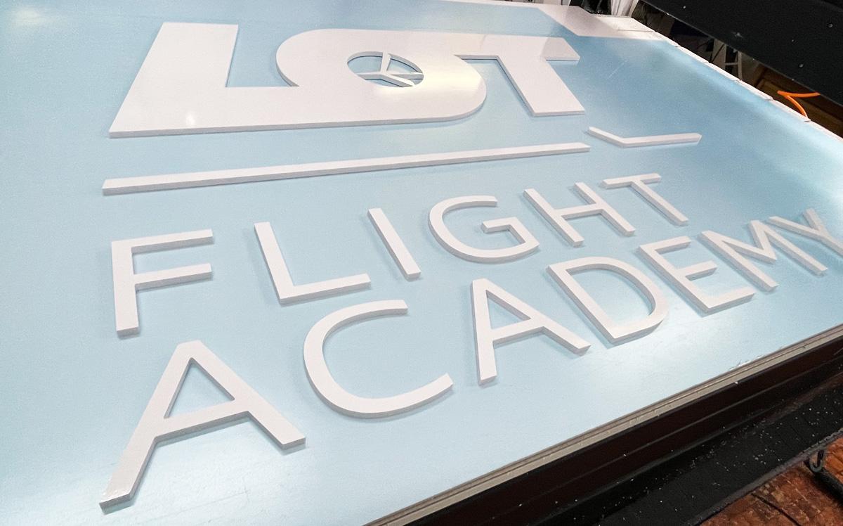 Logotyp 3D dla LOT FLIGHT ACADEMY od Reklama Efekt