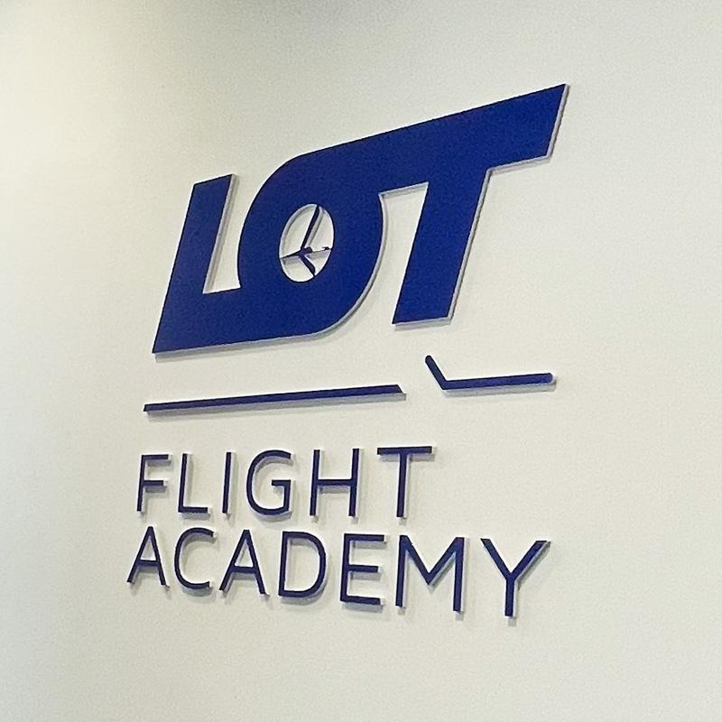 Logo 3D na ścianę LOT przestrzenne - Studio Efekt