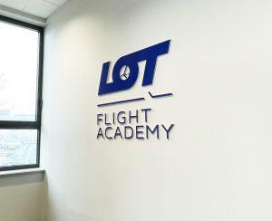 logo 3D na ścianę do recepcji LOT z plexi