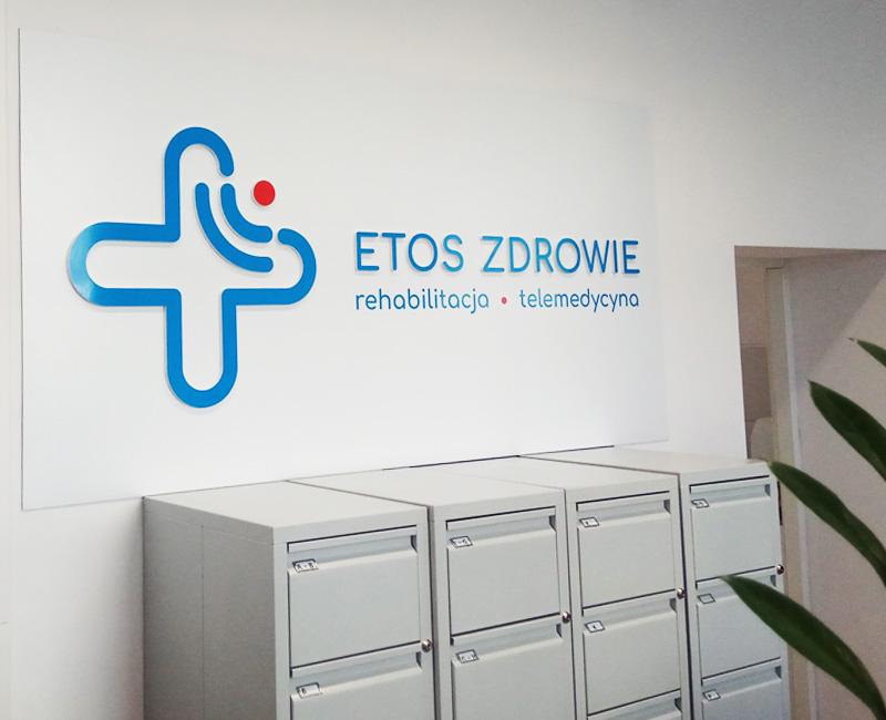 Logo przestrzenne na scianę Etoz od Studio Efekt