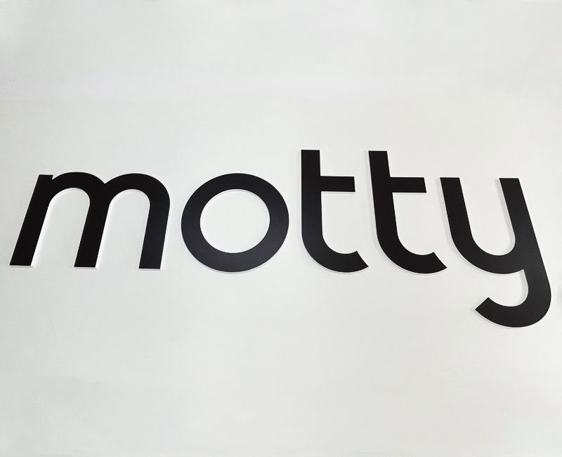 Litery przestrzenne 3D Motty od Studio EFEKT