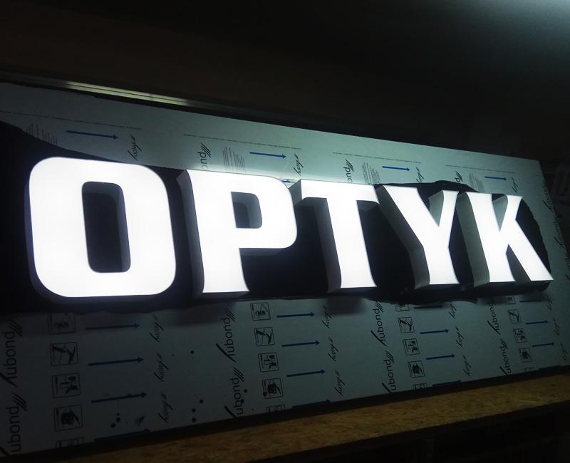 Litery blokowe w ramie aluminiowej Optyk